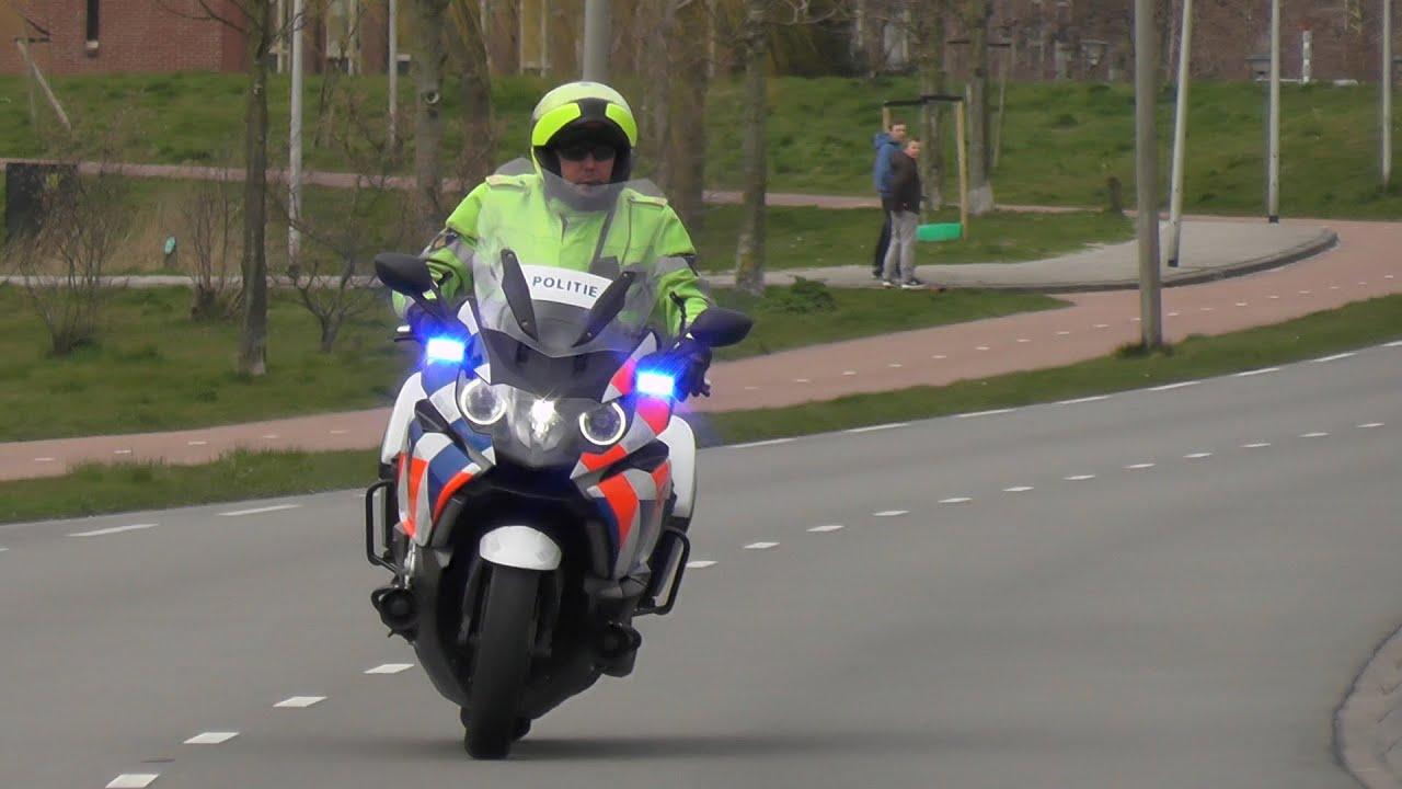 Politiemotor Begeleid Ambulance 17 118 Met Spoed Naar Het