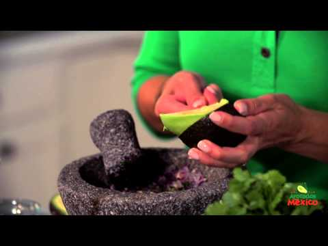 How to Make Classic Guacamole en Molcajete | Guacamole Game Day Tostadas | Muy Bueno