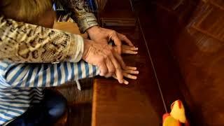 Лемешкина Марианна. 2 года 4 месяца. Упражнения для рук (фрагмент урока)