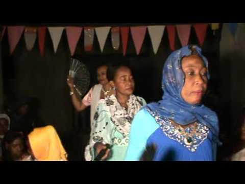 Oukoumbi de Toiouilou Mahmoud & Faouzia Mbaraka  Partie 1