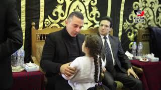 حفيدة سعيد عبد الغني تواسي والدها بعد انهياره أثناء تلقيه واجب العزاء