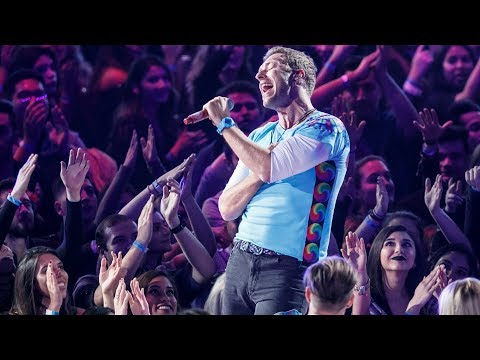 "Coldplay | Chester Tribute Sings ""Crawling"" LIVE"