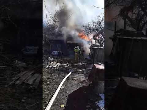 В центре Орла горит расселённый дом