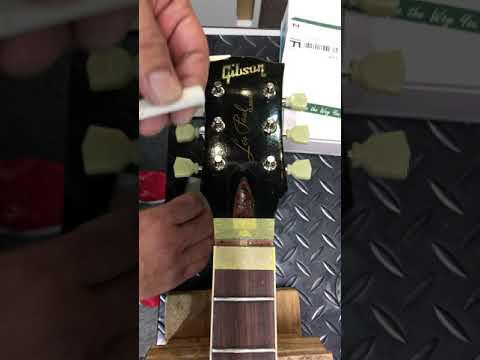 【川越のT.S.G.楽器店】Gibson Les Paul TUSQナット交換「ナット接着」