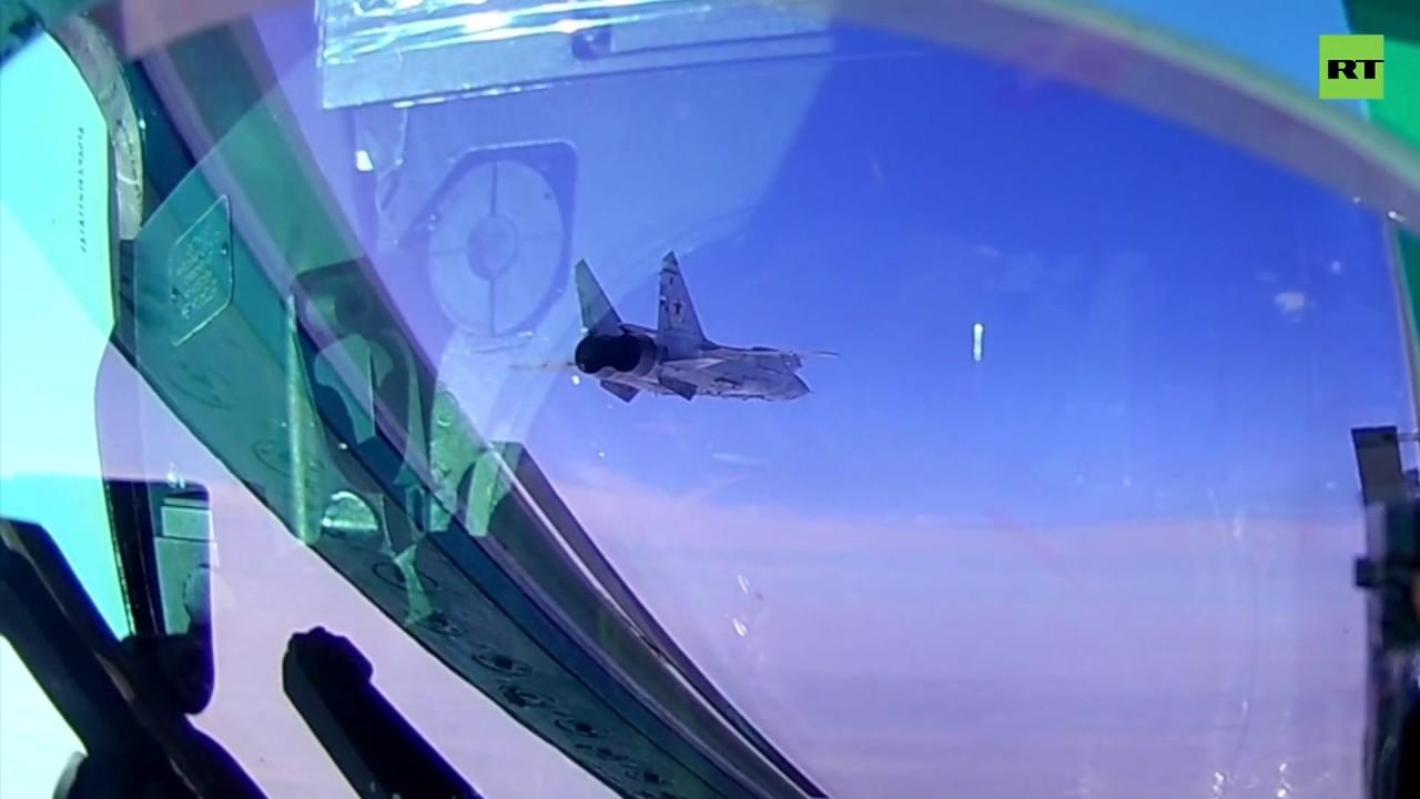 Видео полёта истребителей МиГ-31БМ в стратосфере