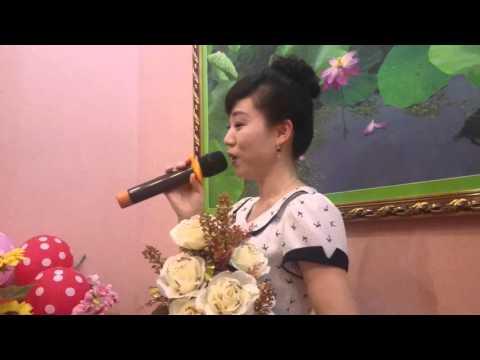 朝鮮美女在柬埔寨唱歌