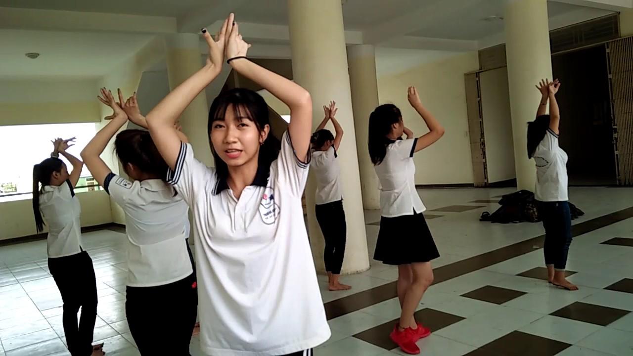 """Bài tập dạy: Múa bài hát  """" Múa cho mẹ xem """". Sinh viên lớp 28G, khoa GDMN, trường CDdSPTWW TPHCM"""