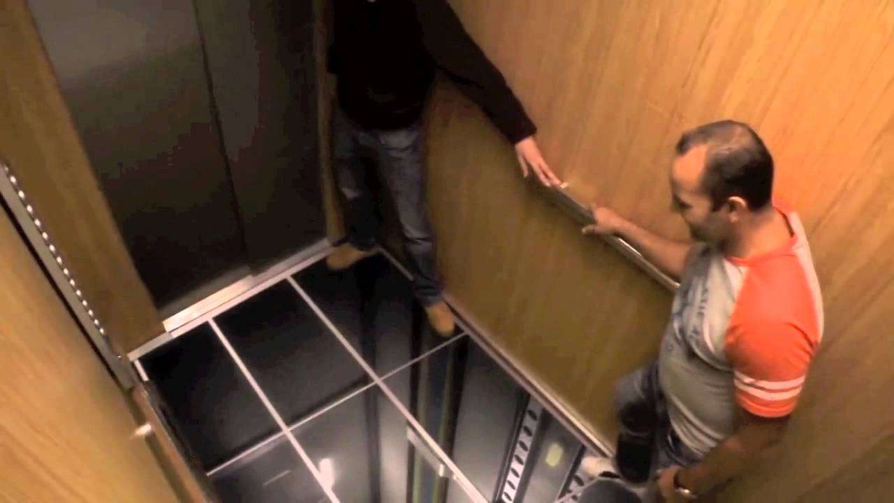 Elevator prank lg tv monitors scary youtube for Elevator floor prank