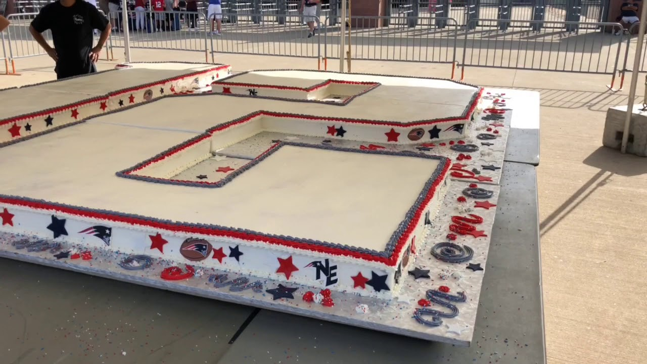 New England Patriots Unveil Huge Birthday Cake For Tom Brady Youtube