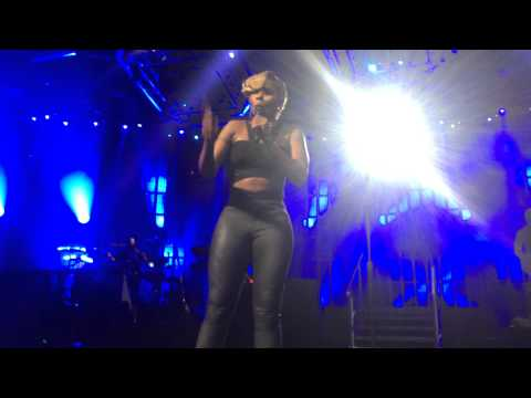Mary J. Blige - Right Now (Live At ITunes Fest)