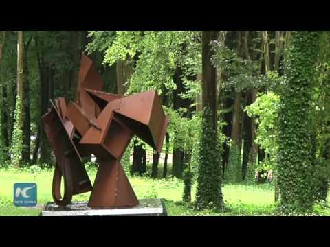 Outdoor sculptures by Chinese artists on display in UK