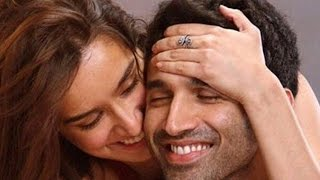 Repeat youtube video Aww! Shraddha Kapoor & Aditya Roy Kapur's AASHIQUI | Bollywood Gossip
