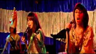 Zooey Deschanel Uh Huh (Who are you) Yes man singing scene.flv