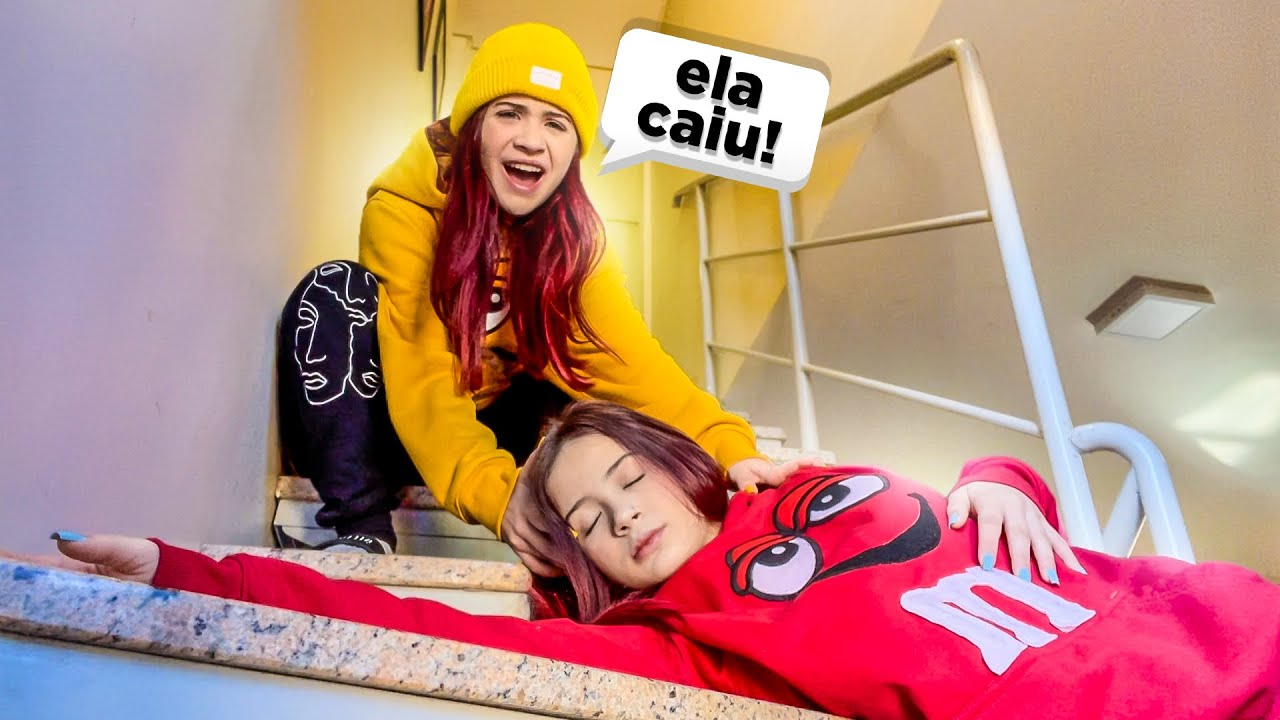 A NICOLLY CAIU DA ESCADA!!