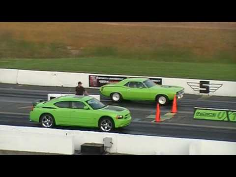Hemi Cuda vs Dodge Charger - Sanair Racing - 13 July 2009