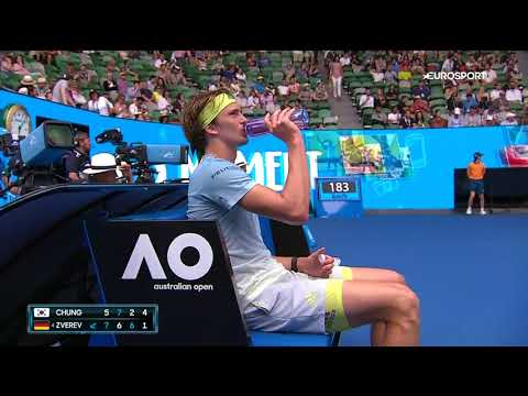 Alexander Zverev complains to umpire about bad light