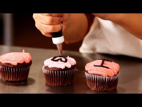 How to Decorate Valentine Cupcakes   Cupcake Tutorials