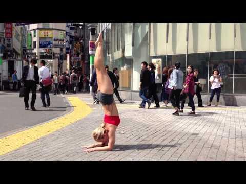 yoga-at-shibuya-crossing,-tokyo-japan:-pinchamayurasana