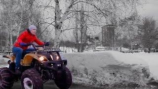 Олег гоняет на квадроцикле по снегу(На прогулке Олег решил погонять на квадроцикле по снегу и получилось такое видео. Олег в ВК - https://vk.com/id305908305..., 2017-01-04T04:29:20.000Z)