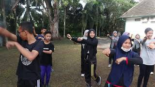 penguin dance by APANYA OUTBOUND
