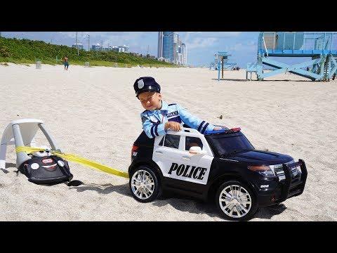 Полицейский Сеня спасает ЗАСТРЯВШИЕ маленькие Машинки
