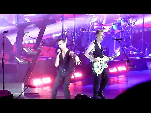 "Depeche Mode performing ""Enjoy The Silence"" @ Oracle Arena in Oakland October 10, 2017"