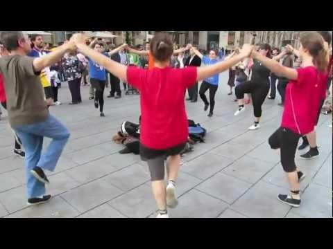 La Sardana - Danza en las calles de Barcelona
