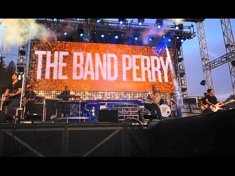Uptown Funk - Sonoma Style! The Band Perry Live @ Country Summer Festival Santa Rosa, CA 6-6-15