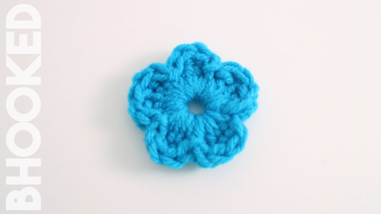 Easy Crochet Flower - YouTube
