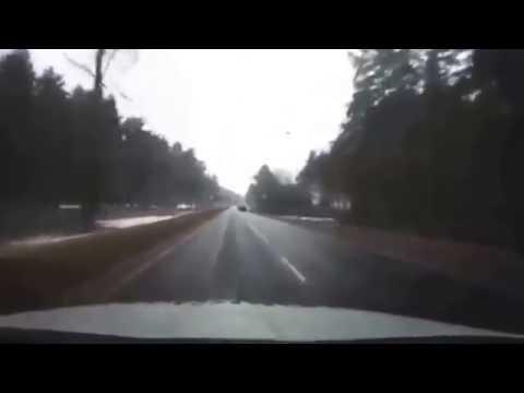видео: Не каждый день такое увидишь, гаишники спасли жизнь мальчику