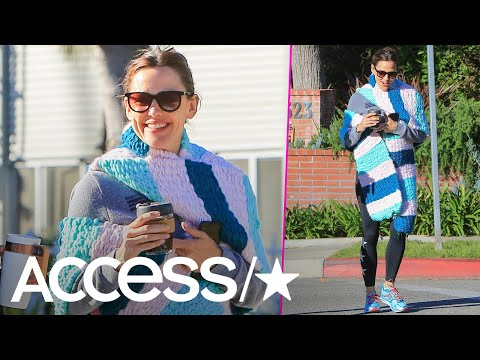 Jennifer Garner Proudly Wears A 12Foot Scarf Her Daughter Made For Her Birthday  Access