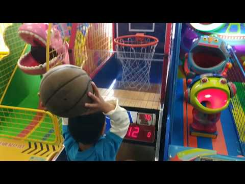 nba-hoop-troop-at-chuck-e-cheese-nba-basketball-fun