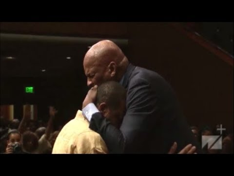 Pastor Donnie McClurkin Powerful Word And Testimony Praise Break At West Angeles COGIC HD 2019!