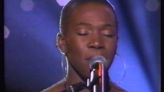 India arie perform THE TRUTH  on soul train awards