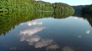 Der Höllensteinsee in Niederbayern