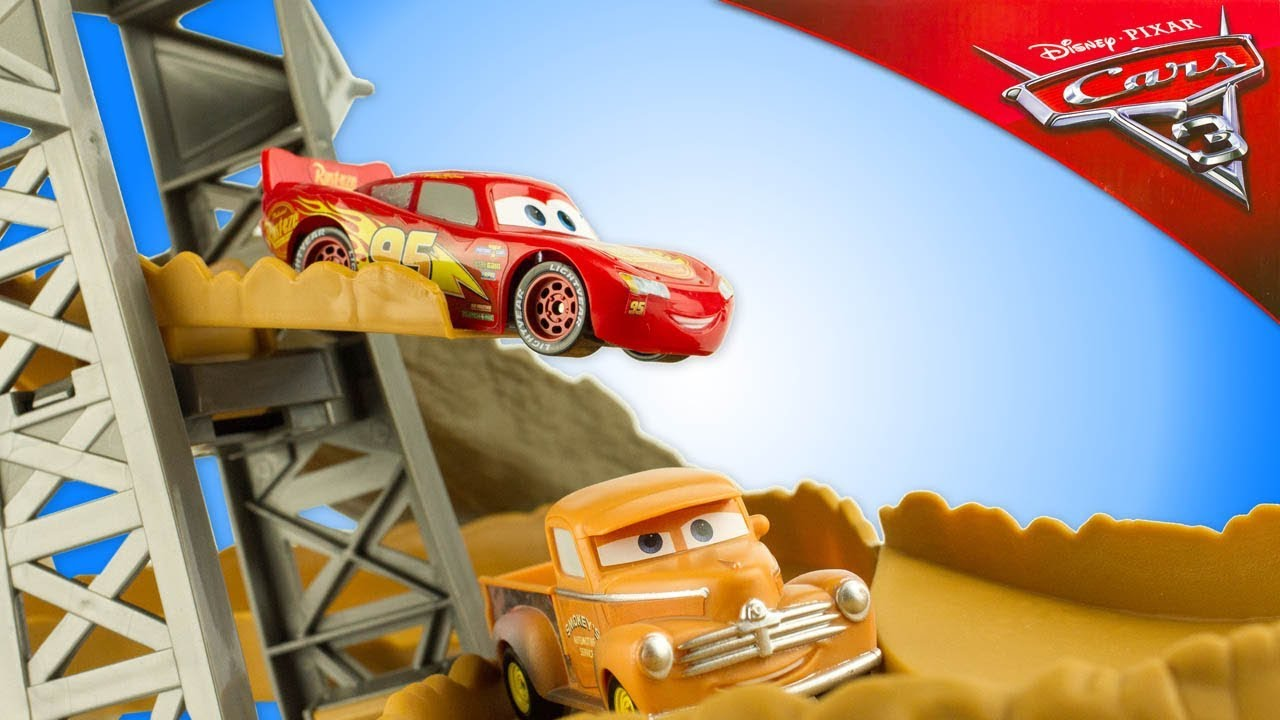 DISNEY CARS Cars 3 Midnight Jump Track Set With Lightning McQueen /& Smokey