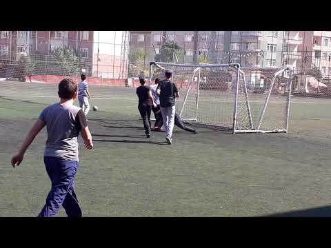 في الملعب ( طلاب مدرسة محمود أفندي) اسطنبول