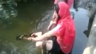 Download Video Ngincer Gadis Remaja Cantik Berendam Di Sungai MP3 3GP MP4