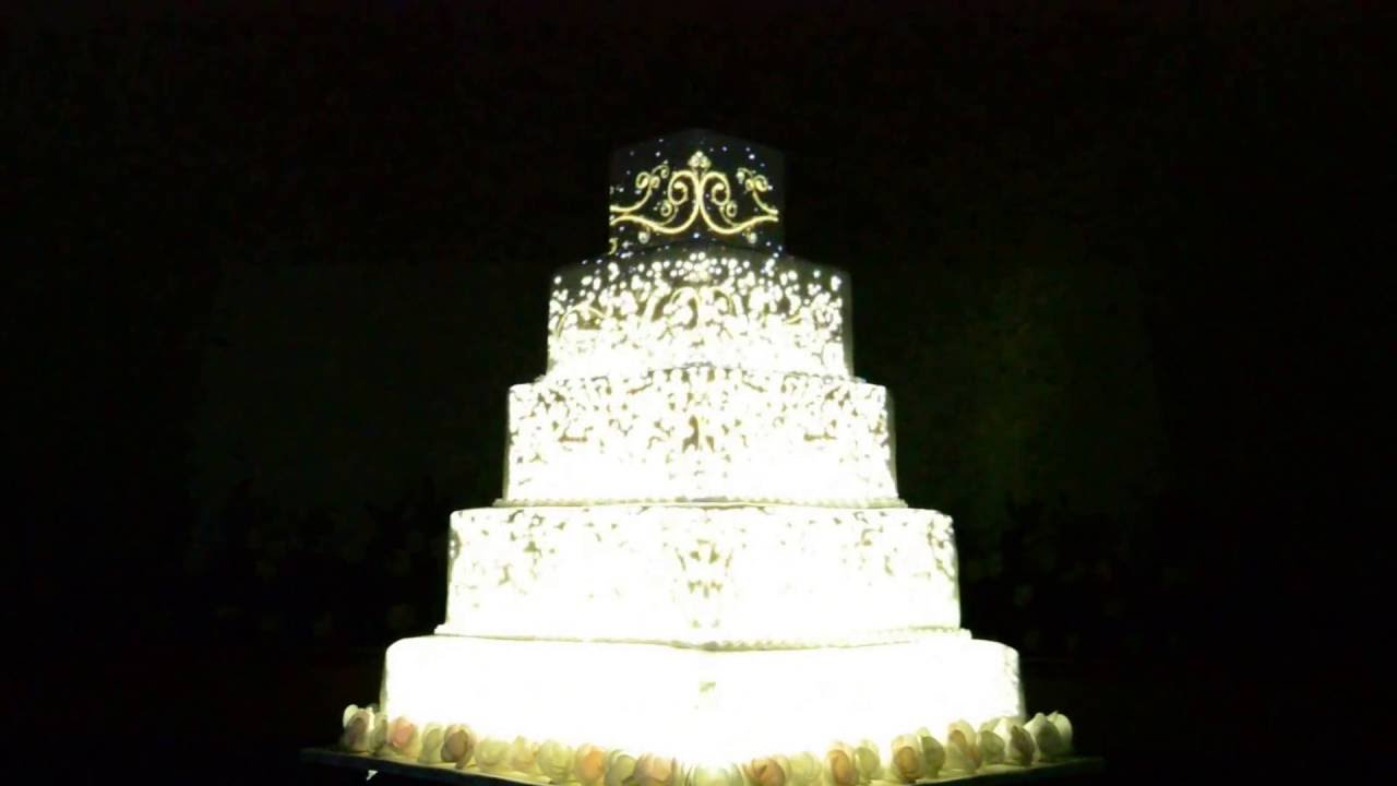 wedding cake laser light projection saudi arabia royal cake call 0599107410 for more. Black Bedroom Furniture Sets. Home Design Ideas