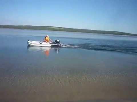 Надувная лодка Gladiator D400 июль 2014г + самодельная доска и ребенок + SUZUKI df15 as