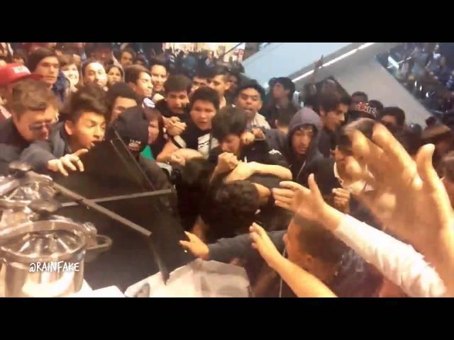 Resultado de imagen de wrestling fans riot