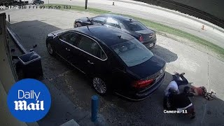 Moment thieves try to snatch $75,000 from Texas woman