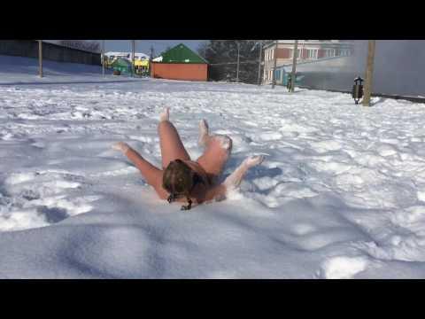 Фото голых девушек валяющихся в снегу стараюсь