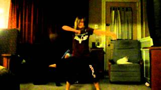 ASTONISHING SPONTANEOUS DANCE BY 10 YR OLD GIRL TO CHRISTINA AGUILERA