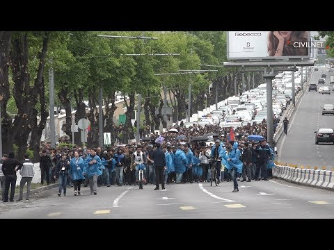 More Protesters in Yerevan's Streets, More Unlawful Arrests