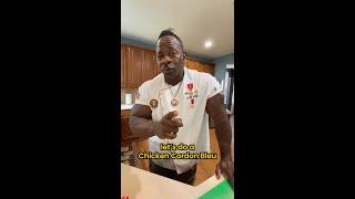 White House Chef turns KFC gourmet🐔😳