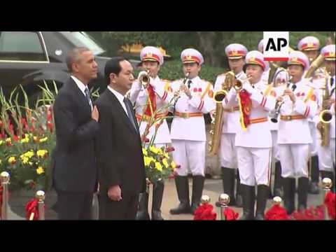 Obama attends welcoming ceremony in Vietnam