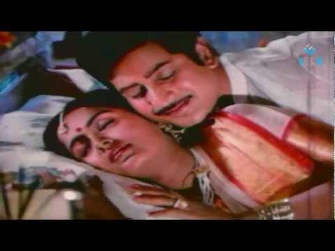 Mudhu Mudhu Radha Romantic Video Song - Mahaa Manishi thumbnail