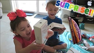 iPhone XS MAX SURPRISE + UNBOXING for TODDLERS!
