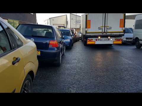 How truckers deal with tight spots - awesome